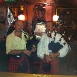 Olivier et Gérard sonnant au Guinness Bouc de Toulon