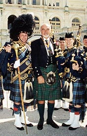 Sir_Sean_Connery with pipers