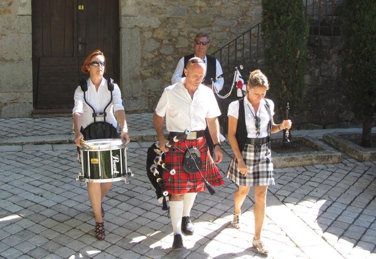 Lilith's Pipers, groupe de musique celtique et  cornemuse Toulon à Flassans le 17 août 2014 - 70ème anniversaire de la libération du village