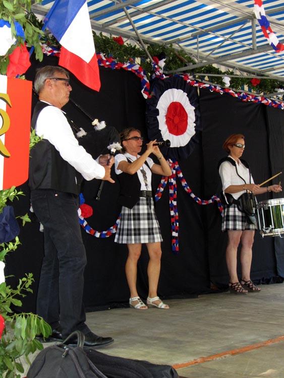 Lilith's Pipers, groupe de musique celtique et  cornemuse Toulon à Flassans le 17 août 2014 - 70ème anniversaire de la libération du village - sur scène