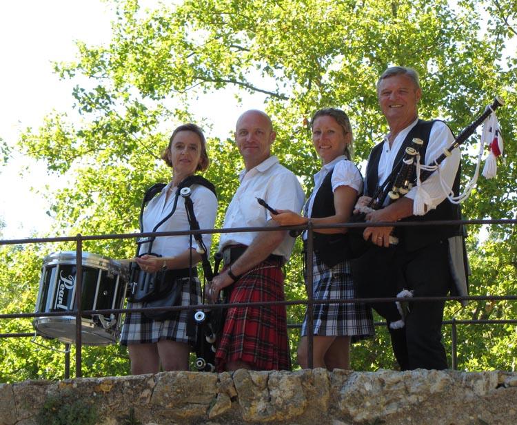 Lilith's Pipers, groupe de musique celtique et  cornemuse Toulon à Flassans le 17 août 2014 - 70ème anniversaire de la libération du village - sur le vieux pont