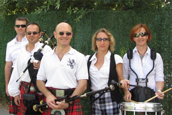Lilith's Pipers Team at Forcalqueiret Lilith's Pipers, groupe de musique celtique et  cornemuse Toulon à Forcalqueiret le 19 juillet 2014
