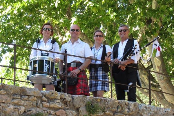 Lilith's Pipers Team at  Flassans Lilith's Pipers, groupe de musique celtique et  cornemuse Toulon à Flassans le 17 août 2014