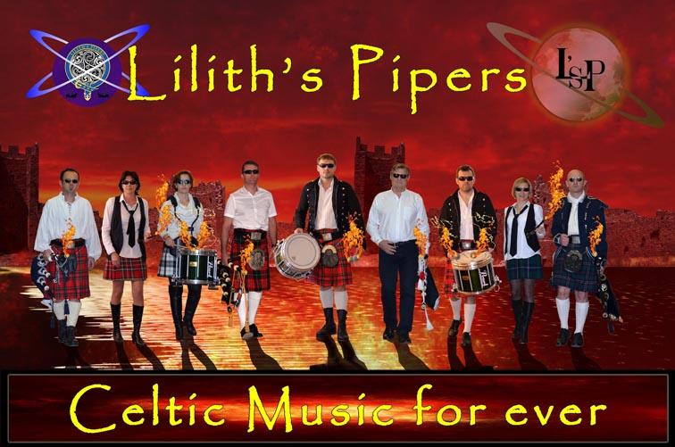 Lilith's Pipers, groupe de musique celtique et  cornemuse Toulon devant un chateau en flamme avec planêtes