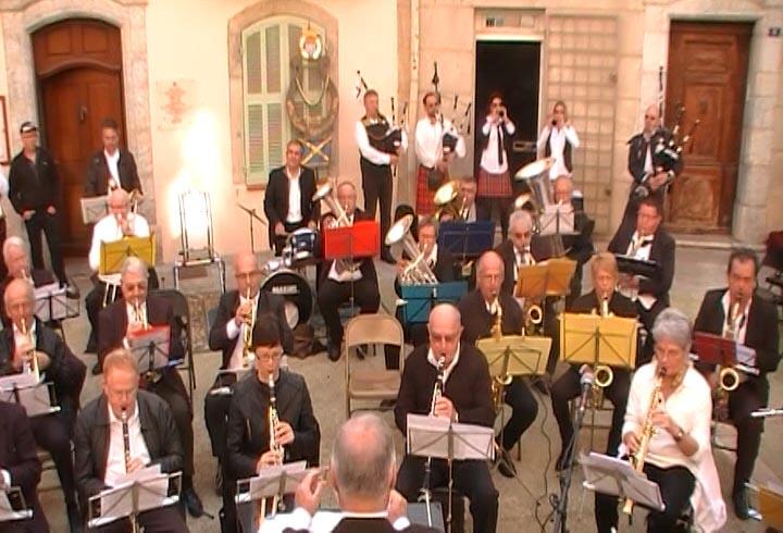 Liltih's Pipers et La Lyre Vigneronne Cornemuse Toulon et harmonie musicale de La Cadière d'Azur